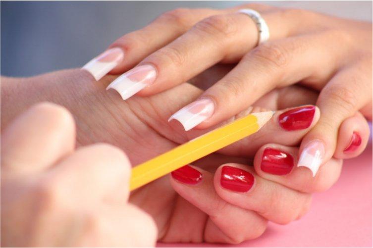 Evita que tus uñas acrílicas se rompan