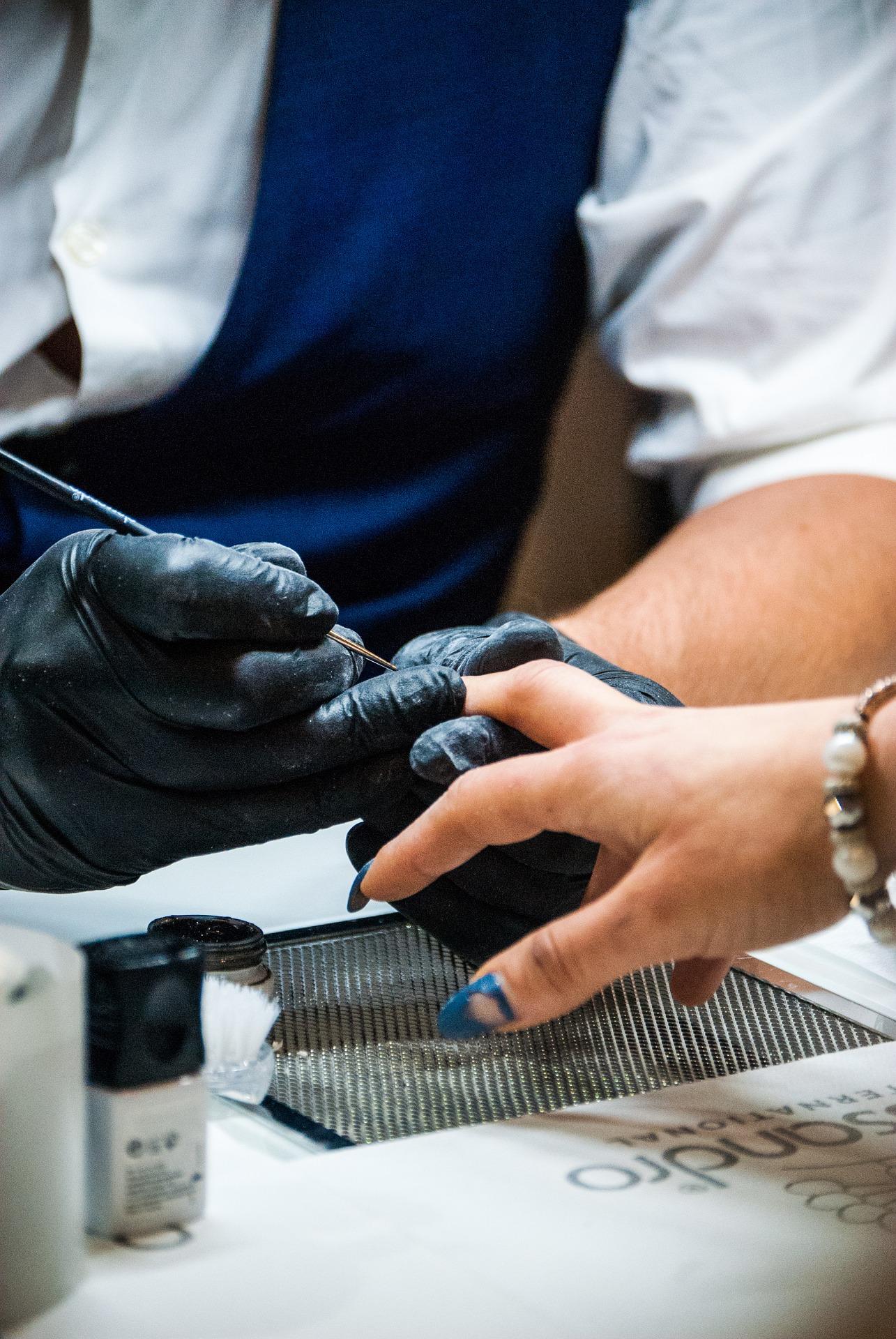 Hacerse autónoma para trabajar en las uñas