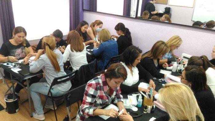 Fotos del curso de uñas esculpidas de acrílico y gel del día 2/10/16