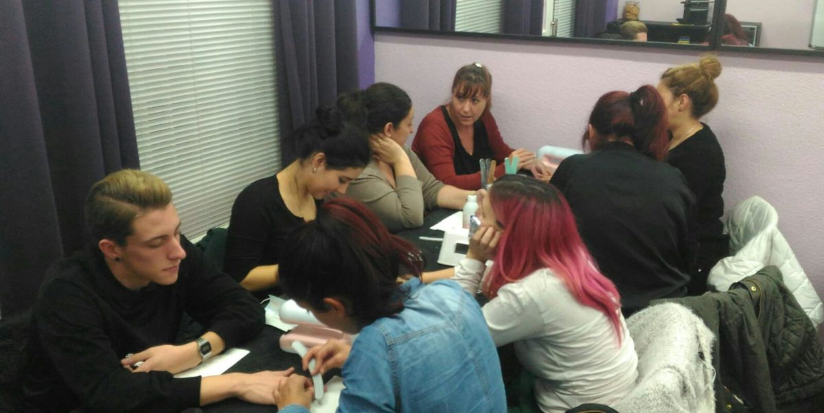 Fotos de las alumnas del curso de uñas de gel y acrílico del día 20/11/16