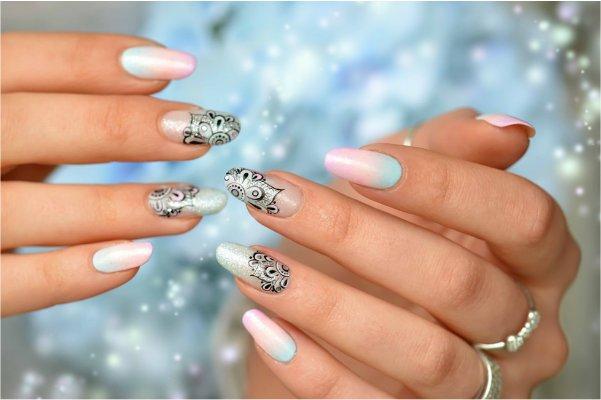 Decoración de uñas con mandalas