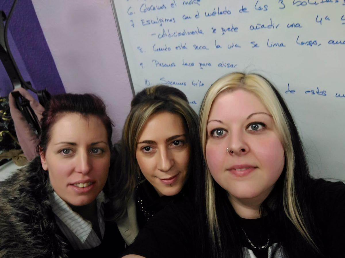 Foto con las alumnas del curso personalizado de acrílico y gel 21/12/16