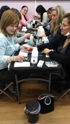 Fotos de las alumnas del curso de uñas de acrílico y gel del día 12/02/17.