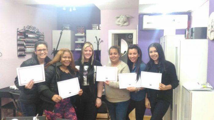 Fotos de las alumnas del curso de uñas de acrílico y gel del día 26/02