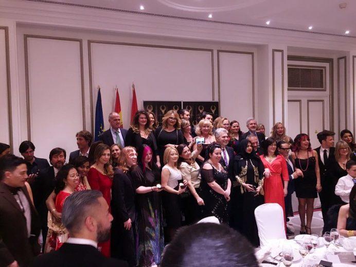 Foto de los galardonados y sus equipos
