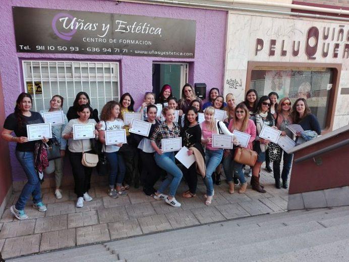 Fotos de las alumnas del curso de uñas de acrílico y gel del día 23/04/17