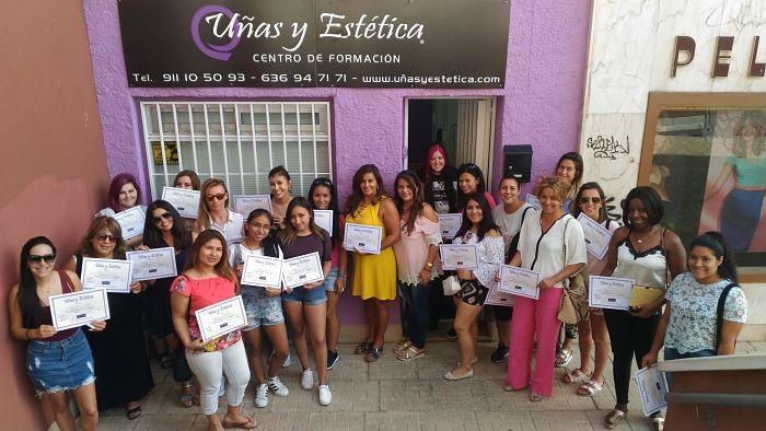Fotos de las alumnas del curso de uñas de acrílico y gel del día 30/07/17