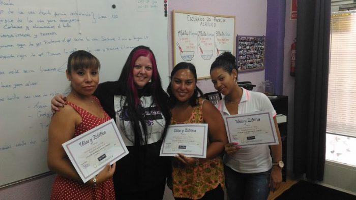 Fotos de las alumnas del curso de uñas de acrílico y gel del día 02/08/17