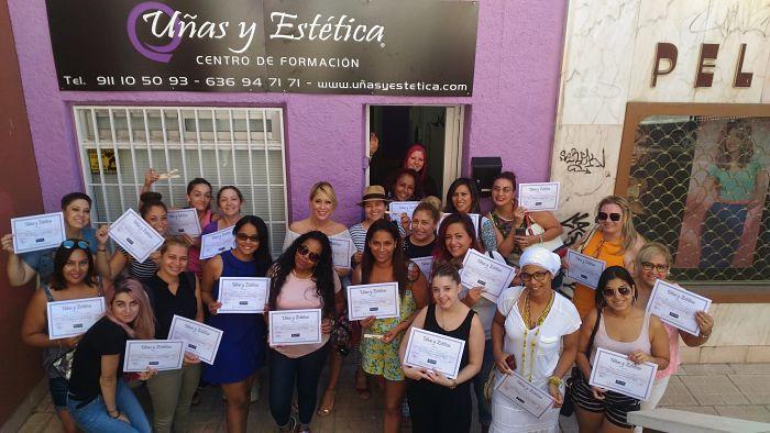Foto de las alumnas curso de extensiones de pestañas 06/08/17