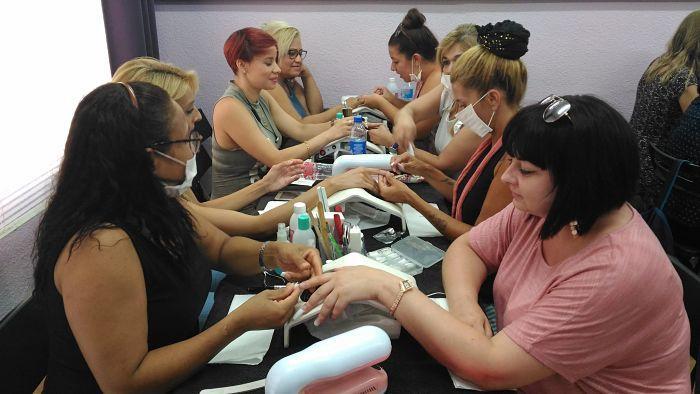 Fotos de las alumnas del curso de uñas de acrílico y gel del día 20/08/17