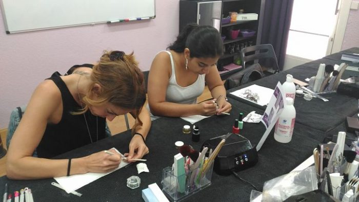 Fotos de las alumnas del curso de Decoración en Uñas con materiales del día 27/08/17