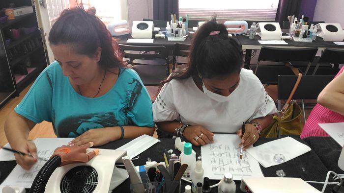 Fotos de las alumnas del curso de uñas de acrílico y gel del día 13/09/17