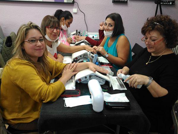 Fotos de las alumnas del curso de uñas de acrílico y gel del día 22/10/17