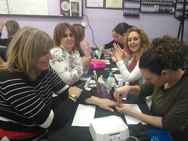 Fotos de las alumnas del curso de uñas de esmalte permanente del día 18/02/18
