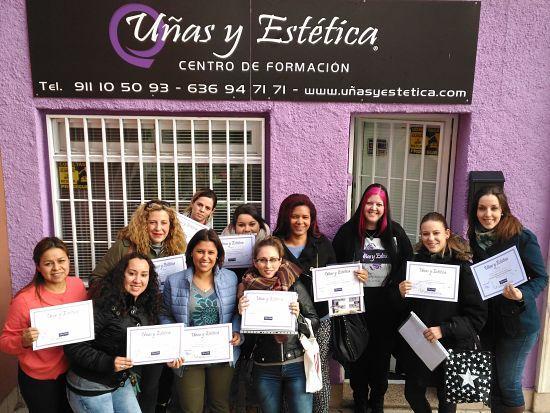 Foto con las alumnas del curso de decoración con materiales del día 25/03/18