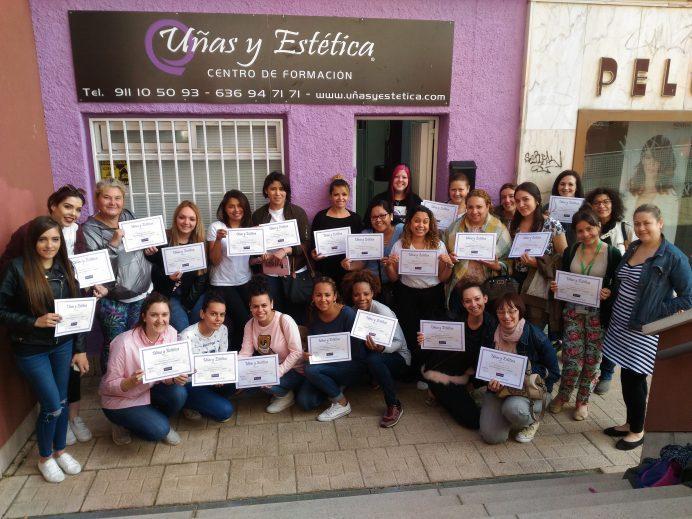 Foto de las alumnas del curso de acrílico y gel día 13/05/18