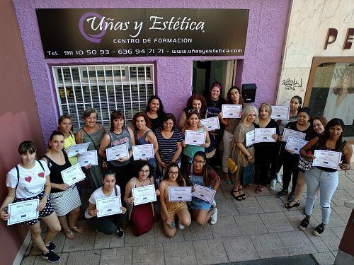 Foto de las alumnas del curso de acrílico y gel día 15/07/18
