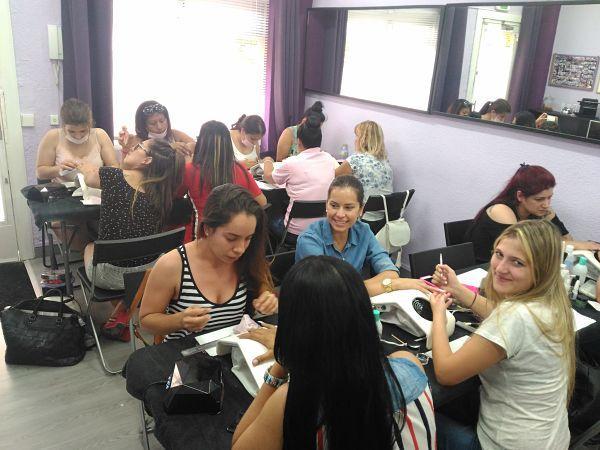 Foto de las alumnas del curso de acrílico y gel día 01/07/18