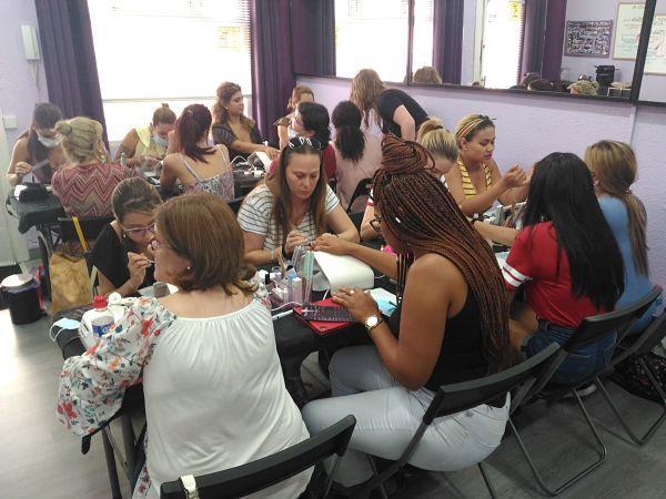 Foto de las alumnas del curso de acrílico y gel día 12/08/18