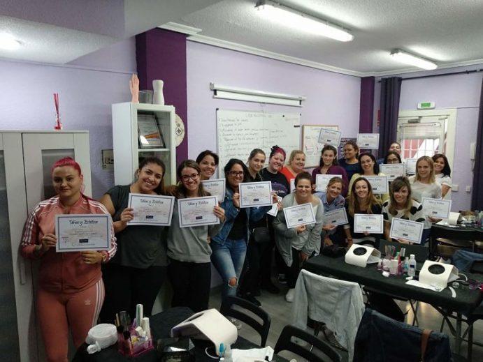 Foto con las alumnas del curso de uñas de gel y acrílico del día 7/10/18
