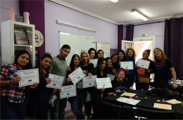 Foto con los alumnos del curso de extensión de pestañas del día 14/10/18