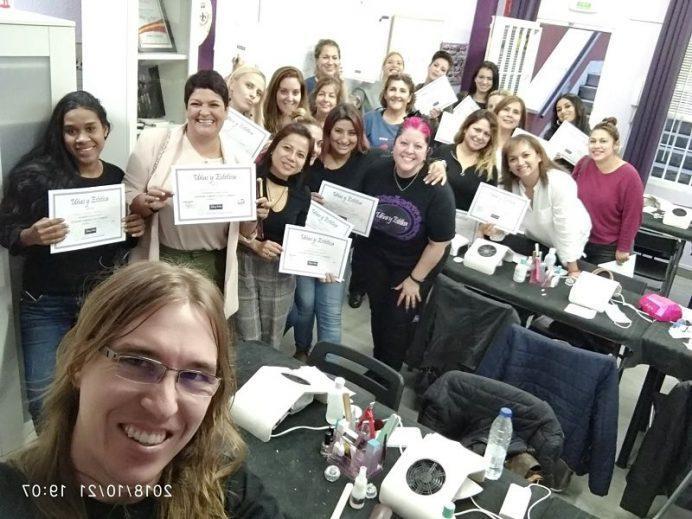 Foto con las alumnas del curso de uñas de gel y acrílico del día 21/10/18