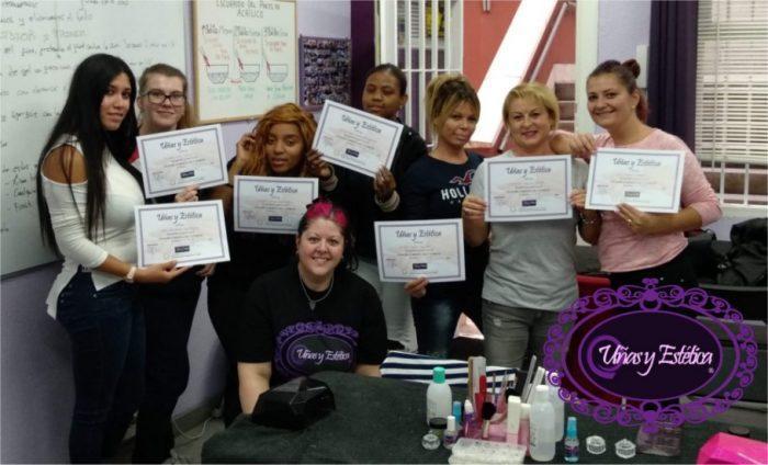 Foto con las alumnas del curso de uñas de gel y acrílico en grupo reducido del día 11/10/18