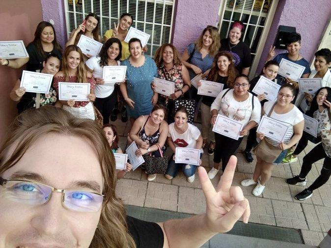 Foto con las alumnas del curso de uñas de gel y acrílico del día 16/09/18
