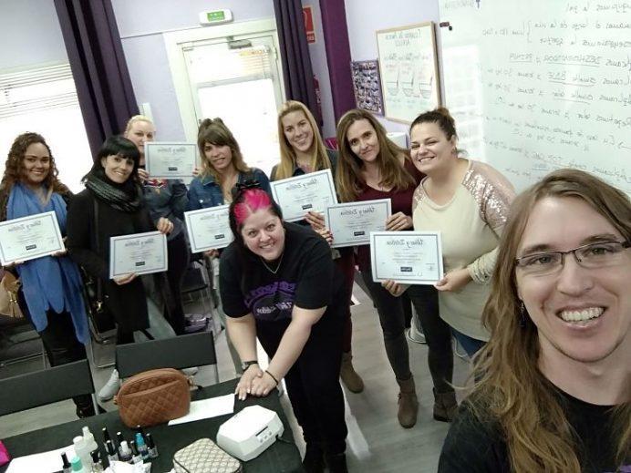 Fotos con las alumnas de los cursos de Esmalte Permanente y Manicura 28/10/18