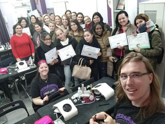 Fotos de las alumnas del curso de uñas de gel y acrílico del día 04/11/18