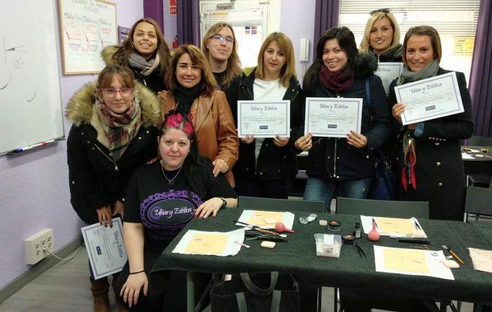 Foto con las alumnas del curso de extensión de pestañas del día 02/12/18