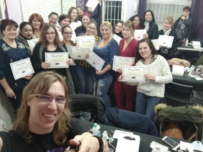 Foto de las alumnas del curso de uñas de gel y acrílico del día 09/12/18