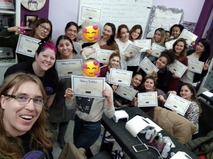 Foto de las alumnas del curso de uñas de gel y acrílico del día 23/12/18