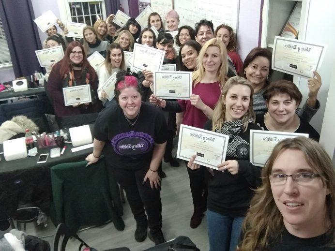 Foto de las alumnas del curso de uñas de gel y acrílico del día 13/01/19-1