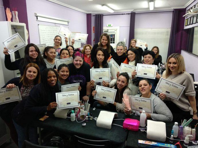 Foto de las alumnas del curso de uñas de gel y acrílico del día 27/01/19