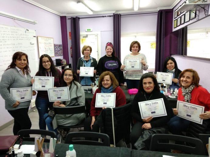 Foto con las alumnas del curso de esmalte permanente del día 03/02/19