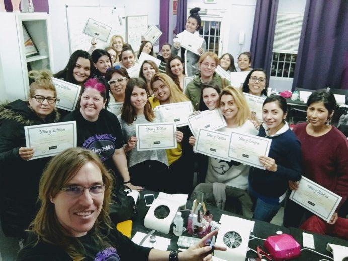 Foto de las alumnas del curso de uñas de gel y acrílico del día 10/02/19