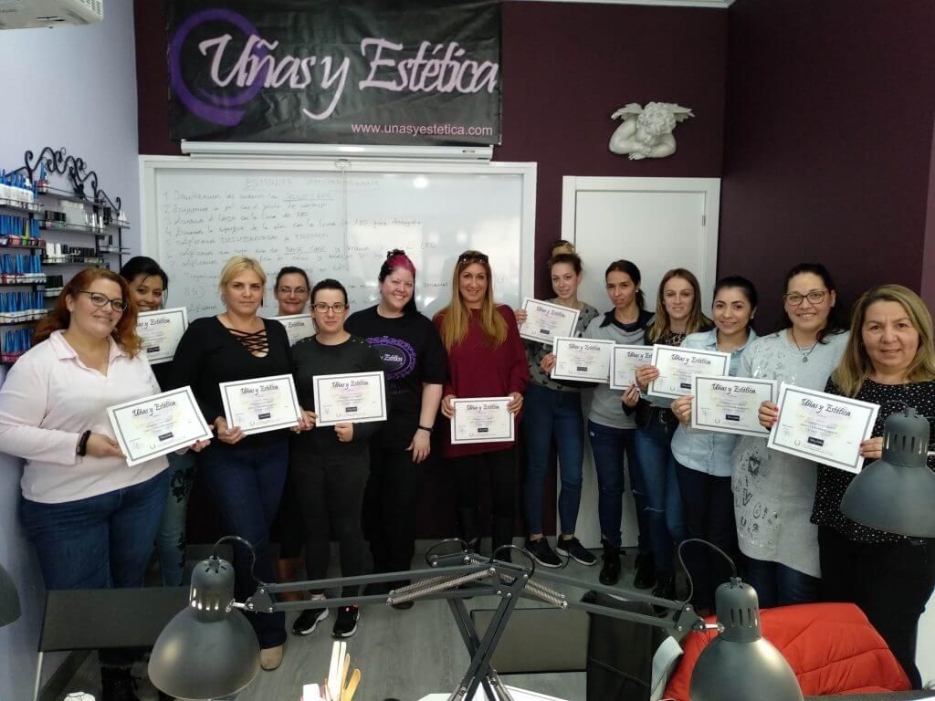 Foto de las alumnas del curso de esmaltado semipermanente del día 7/4/19