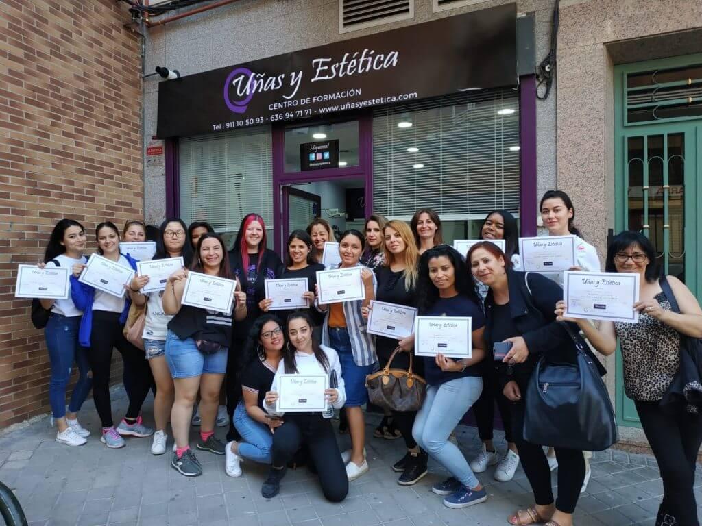 Foto de las alumnas del curso de uñas de gel y acrílico del día 09/06/19