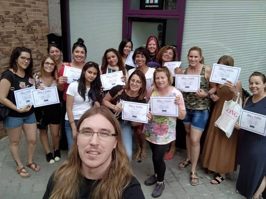 Foto de las alumnas del curso de uñas de esmaltado permanente y mani con torno del día 21/07/2019