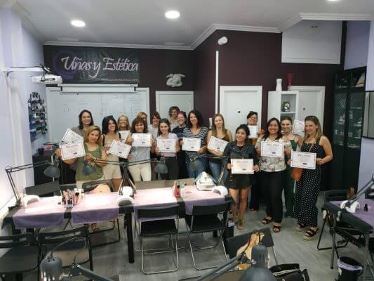 Foto de las alumnas del curso de uñas de esmaltado permanente y mani con torno del día 01/09/2019