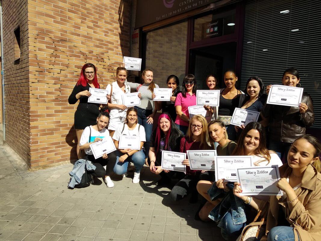 Foto de las alumnas del curso de uñas de gel y acrílico del día 13/10/2019