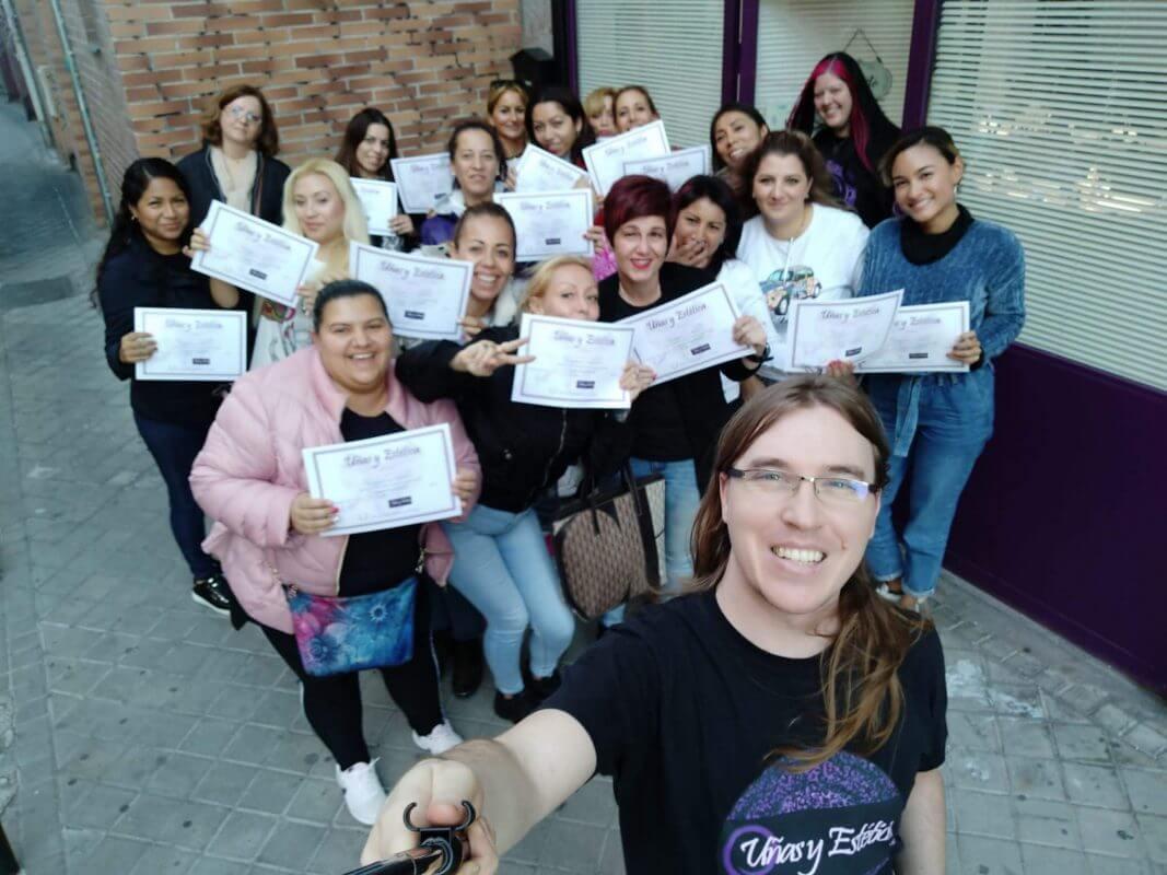 Foto de las alumnas del curso de esmaltado semipermanente y manicura con torno del día 3/11/2019