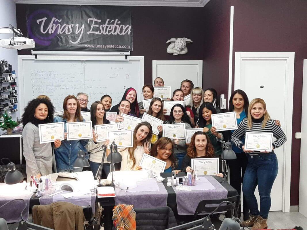 Foto de las alumnas del curso de uñas de gel y acrílico del día 01/12/2019