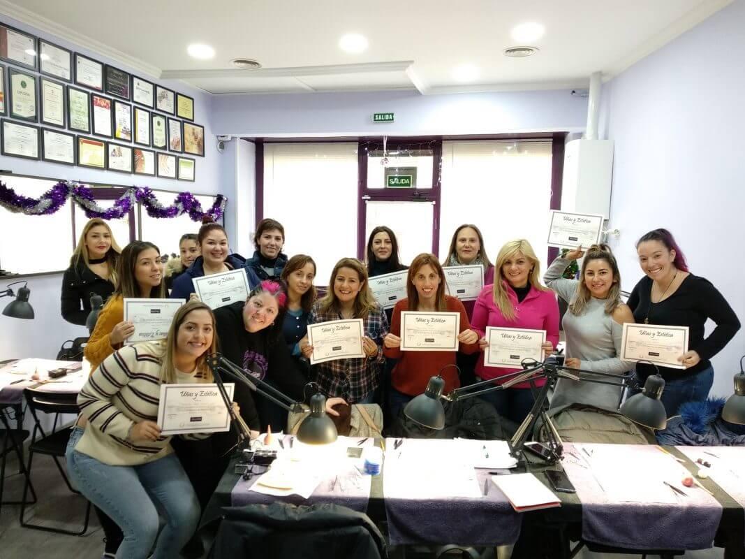 Foto de las alumnas del curso de extensiones de pestañas del día 22/12/2019