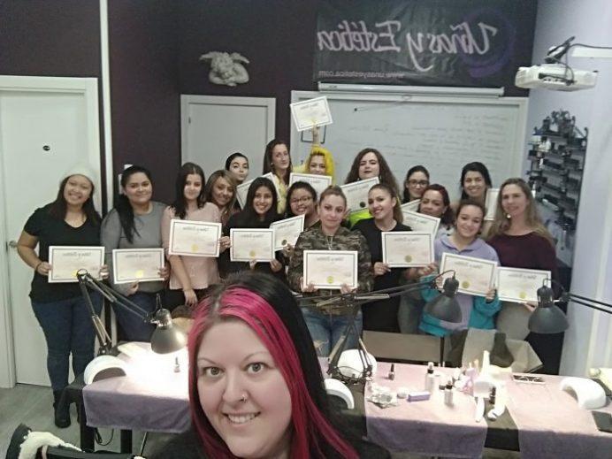 Foto de las alumnas del curso de uñas de gel y acrílico del día 09/02/20