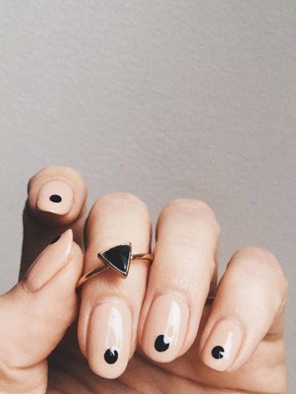 Las manicuras minimalistas que triunfan en las redes sociales