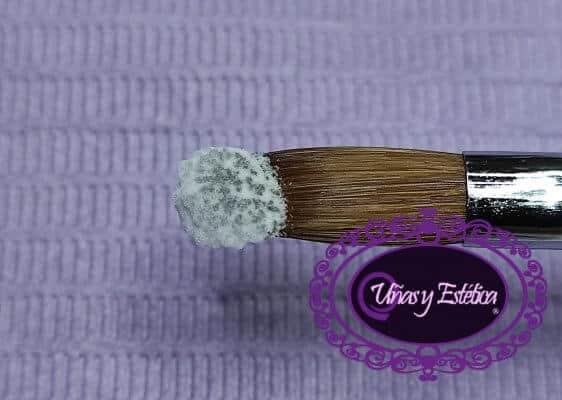 Perla acrílica con la consistencia demasiado seca
