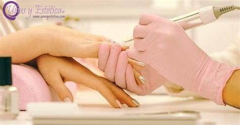 Curso de uñas acrílicas y materiales para manicura en seco
