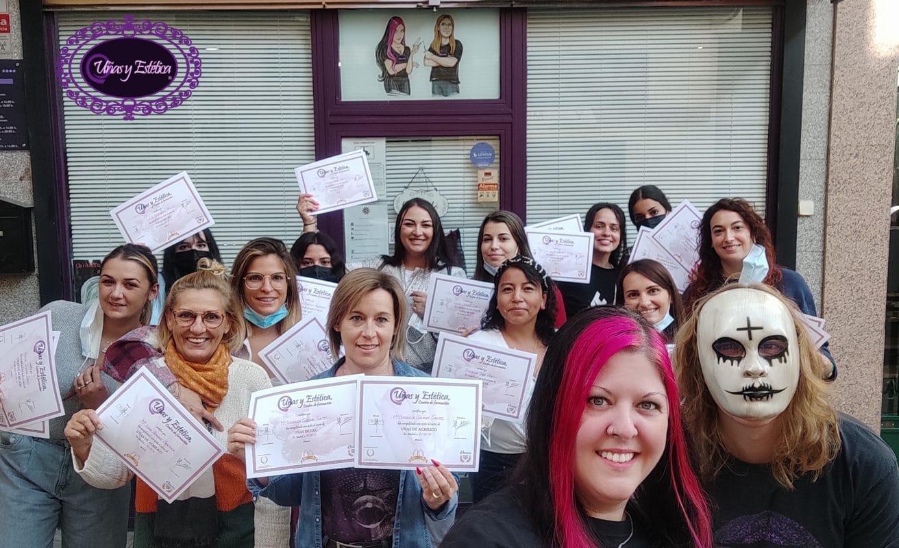 Fotos de las alumnas graduadas. Acrílico y gel 16 y 17 de Octubre de 2021